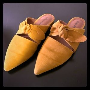 Jeffrey Campbell Charlin Bow Mule - Mustard